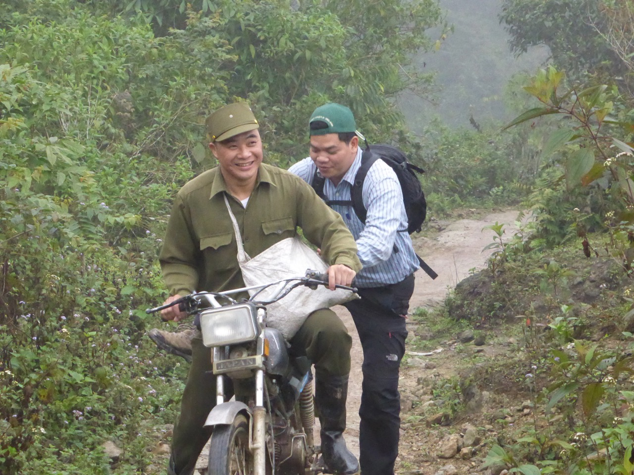 Quang dismounting from a motorcycle